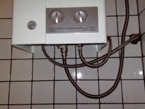Самовольно установил газовую колонку но подключил ее к водопроводу