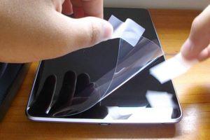 Наклейка стекла на телефон как уьрать пятно