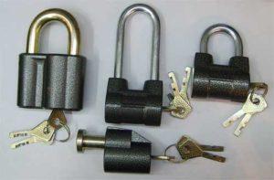 Открыть замок с полукруглым ключом навесной и не имея ключа
